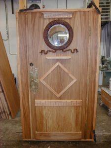 Ytterdörr oljad ek med detaljer från gammal dörr